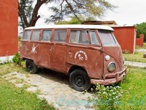 รถตู้เก่า พาหนะใช้งานของนางมาเรีย ไรเชอร์ ผู้ทุ่มเทศึกษาเส้นสายของนาสก้าไลน์กว่า 40 ปี จัดแสดงอยู่ในพิพิธภัณฑ์มาเรีย ไรเชอร์ในเมืองนาสก้า