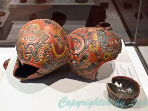 โบราณวัตถุที่มีลวดลายและสีสันงดงามของอารยธรรมนาสก้า