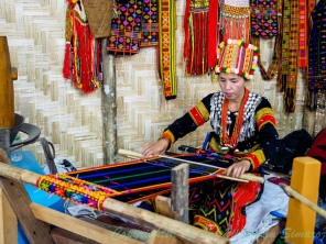 Weaving demonstration in Manau Festival.