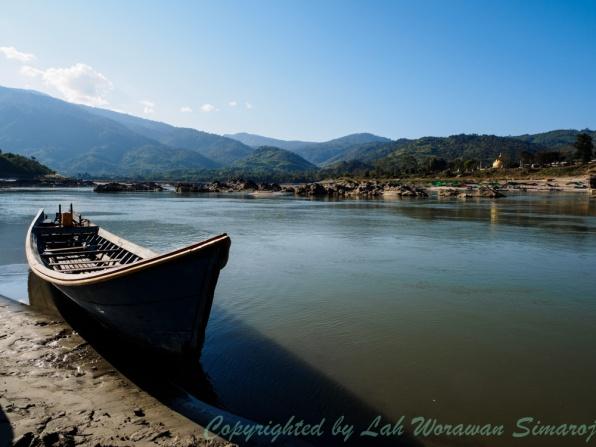 Tourist boat at Myit-sone