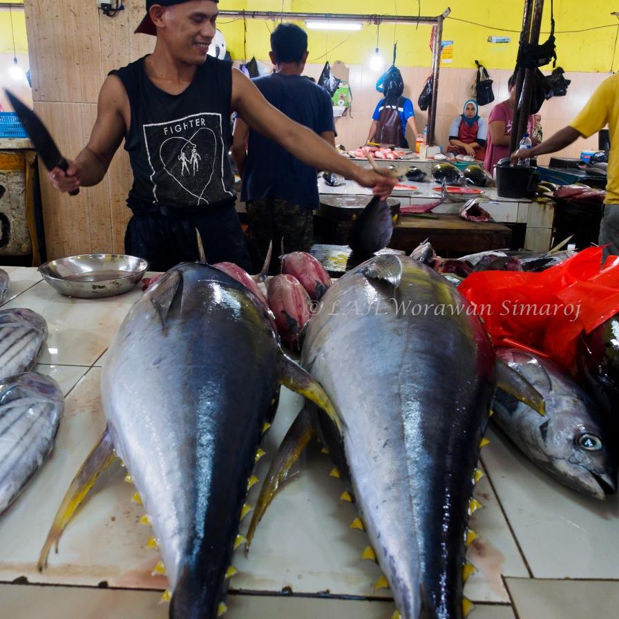 ตลาดปลาแห่งเมือง Ternate ที่ตั้งอยู่บนเกาะกลางทะเลอันอุดมสมบูรณ์