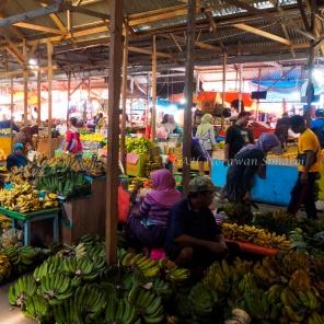 ตลาดผลไม้ที่มีกล้วยเป็นผลไม้หลัก